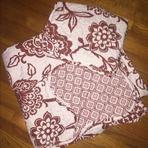 Other - Queen sized double sided quilt with 2 shams